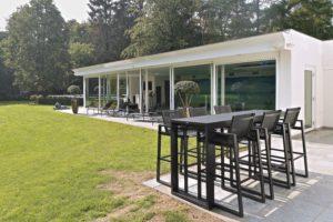 drijvers-oisterwijk-verbouwing-exterieur-dakpannen-hout-wit-stuc-buitenhaard-vijver (12)