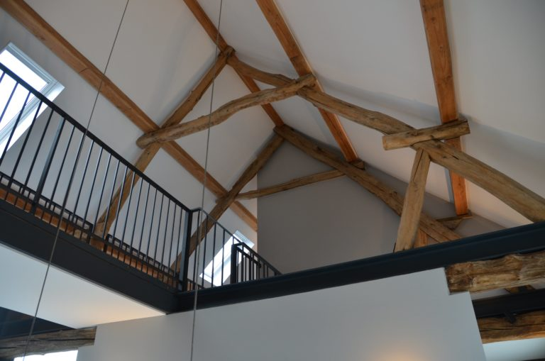 Drijvers-Oisterwijk-interieur-restauratie-modern-landelijk-houten-spant-strak-licht-maatwerk (9)
