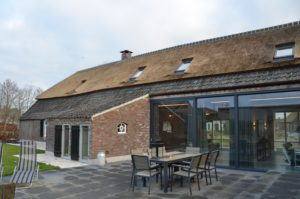 Drijvers-Oistewijk-restauratie-boerderij-riet-gedekt-dakpannen-metswelwerk-hout- (1)