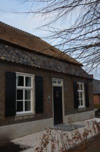 Drijvers-Oistewijk-restauratie-boerderij-riet-gedekt-dakpannen-metswelwerk-hout- (15)