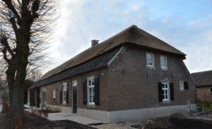 Drijvers-Oistewijk-restauratie-boerderij-riet-gedekt-dakpannen-metswelwerk-hout- (16)