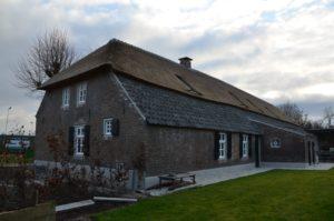 Drijvers-Oistewijk-restauratie-boerderij-riet-gedekt-dakpannen-metswelwerk-hout- (2)