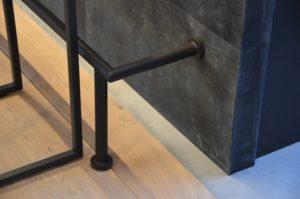 Drijvers-Oisterwijk-verbouwing-woonhuis-interieur-strak-leer-keuken-bar-hangmat (1)