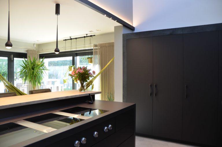 drijvers-oisterwijk-woonvilla-verbouwing-interieur-leer-keuken-eetkamer-zitkamer (16)