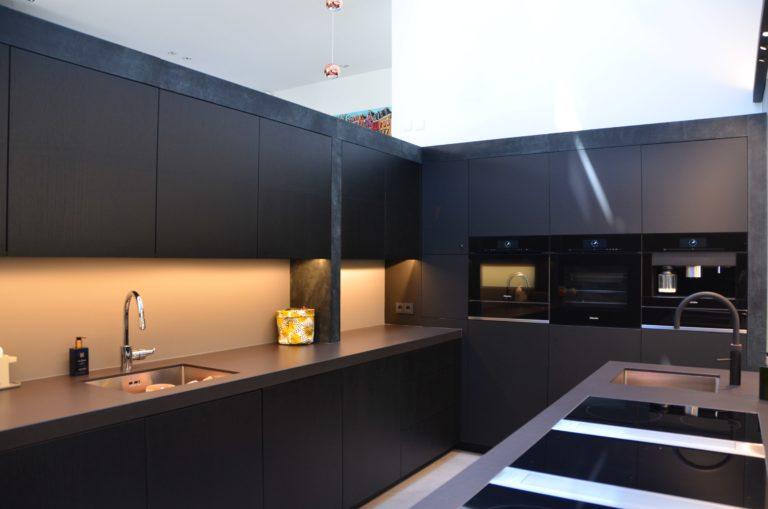 drijvers-oisterwijk-woonvilla-verbouwing-interieur-leer-keuken-eetkamer-zitkamer (19)