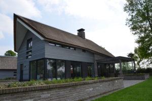 drijvers-oisterwijk-nieuwbouw-villa-riet-hout-bakstenen-exterieur-particulier (10)