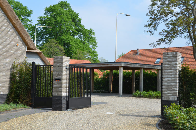 drijvers-oisterwijk-nieuwbouw-villa-riet-hout-bakstenen-exterieur-particulier (13)