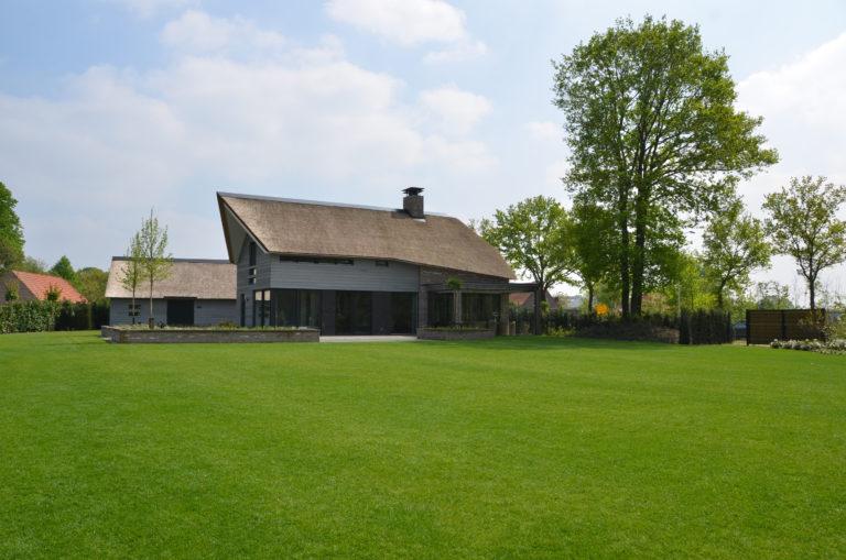 drijvers-oisterwijk-nieuwbouw-villa-riet-hout-bakstenen-exterieur-particulier (5)
