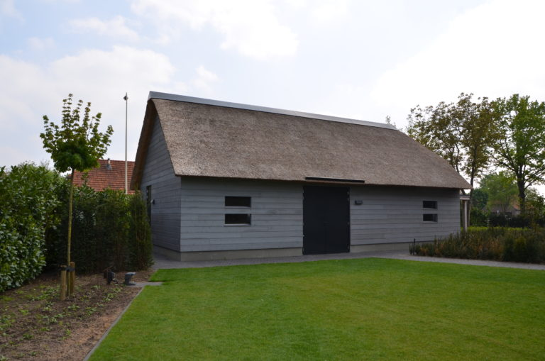 drijvers-oisterwijk-nieuwbouw-villa-riet-hout-bakstenen-exterieur-particulier (6)