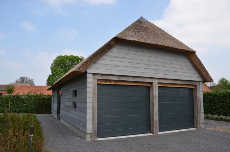 drijvers-oisterwijk-nieuwbouw-villa-riet-hout-bakstenen-exterieur-particulier (7)