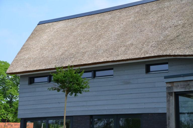 drijvers-oisterwijk-nieuwbouw-villa-riet-hout-bakstenen-exterieur-particulier (9)