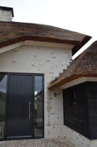 drijvers-oisterwijk-villa-nieuwbouw-exterieur-metselwerk-hout-gevel-riet-kap (18)
