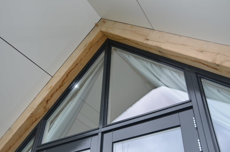 drijvers-oisterwijk-villa-nieuwbouw-exterieur-metselwerk-hout-gevel-riet-kap (24)
