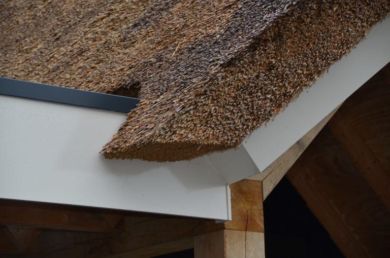 drijvers-oisterwijk-villa-nieuwbouw-exterieur-metselwerk-hout-gevel-riet-kap (38)