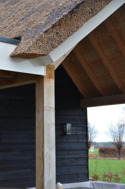 drijvers-oisterwijk-villa-nieuwbouw-exterieur-metselwerk-hout-gevel-riet-kap (39)