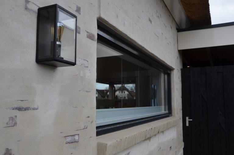 drijvers-oisterwijk-villa-nieuwbouw-exterieur-metselwerk-hout-gevel-riet-kap (40)