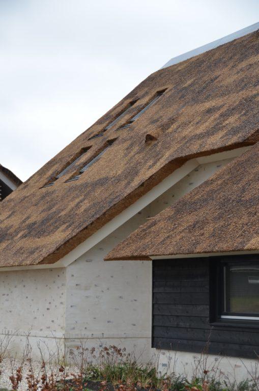 drijvers-oisterwijk-villa-nieuwbouw-exterieur-metselwerk-hout-gevel-riet-kap (9)