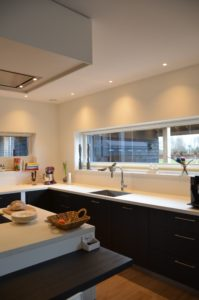 drijvers-oisterwijk-nieuwbouw-villa-interieur-landelijk-modern-wit-keuken-badkamer-slaapkamer-licht (19)