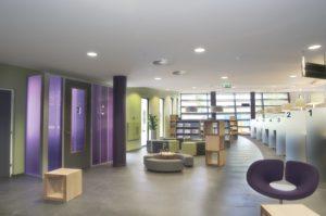 drijvers-oisterwijk-gemeentehuis-oisterwijk-interieur-utiliteit-groen-paars-modern (6)