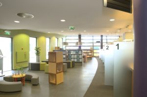 drijvers-oisterwijk-gemeentehuis-oisterwijk-interieur-utiliteit-groen-paars-modern (7)