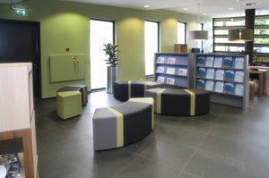drijvers-oisterwijk-gemeentehuis-oisterwijk-interieur-utiliteit-groen-paars-modern (8)
