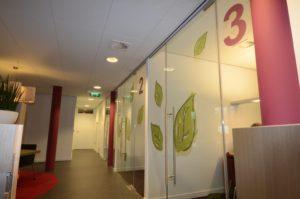 drijvers-oisterwijk-gemeentehuis-haaren-interieur-utiliteit-kleurrijk (9)