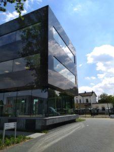 drijvers-oisterwijk-exterieur-utiliteit-nieuwbouw-mutsaerts-oisterwijk-station-natuursteen (4)