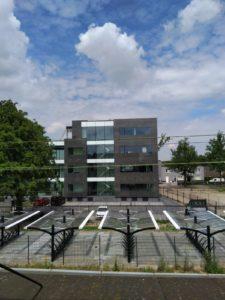 drijvers-oisterwijk-exterieur-utiliteit-nieuwbouw-mutsaerts-oisterwijk-station-natuursteen (9)