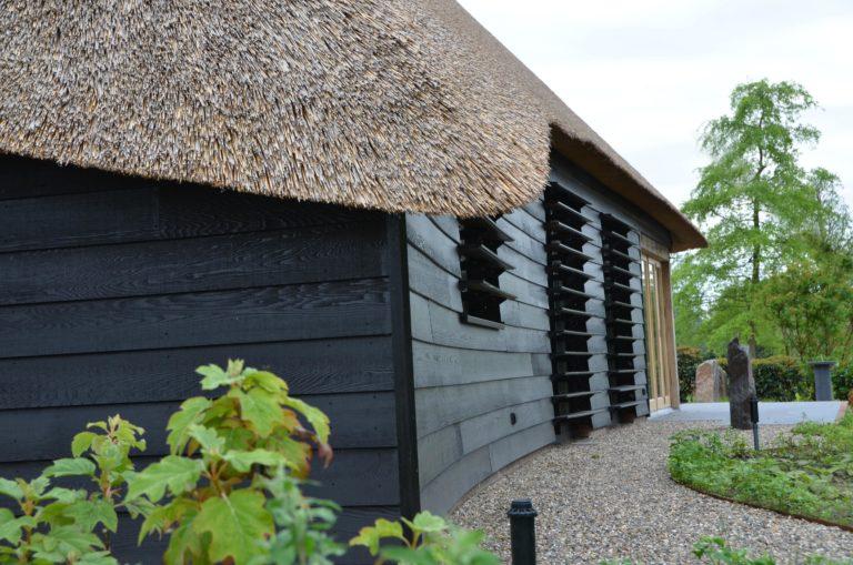 drijvers-oisterwijk-exterieur-nieuwbouw-villa-boerderij-particulier-riet-kap-hout-metselwerk-theehuis-bed-en-breakfast-stal-hout-spant (1)