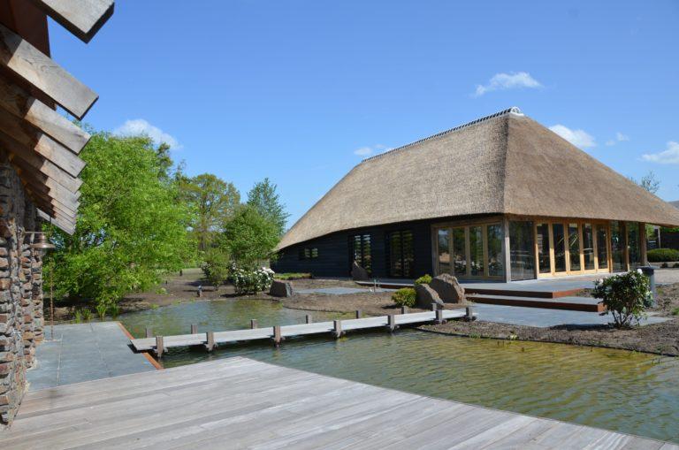drijvers-oisterwijk-exterieur-nieuwbouw-villa-boerderij-particulier-riet-kap-hout-metselwerk-theehuis-bed-en-breakfast-stal-hout-spant (11)