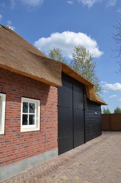 drijvers-oisterwijk-exterieur-nieuwbouw-villa-boerderij-particulier-riet-kap-hout-metselwerk-theehuis-bed-en-breakfast-stal-hout-spant (15)