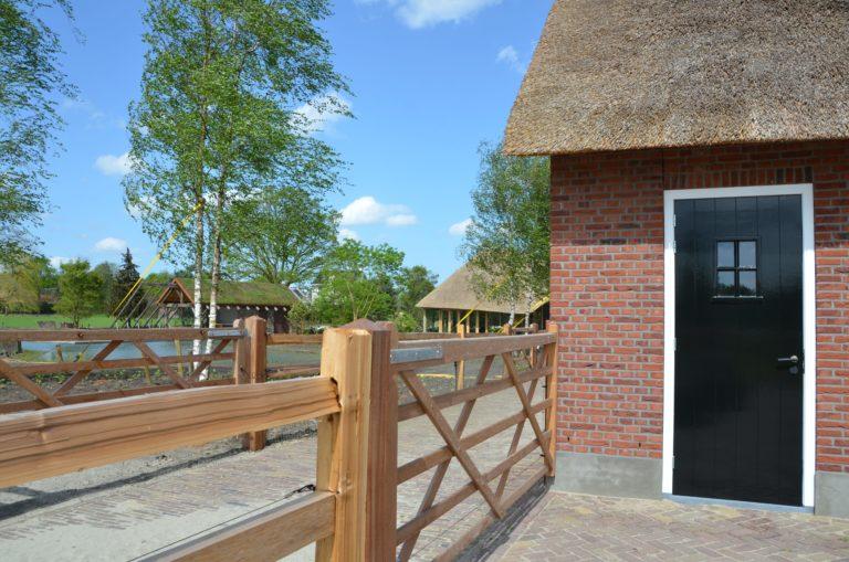 drijvers-oisterwijk-exterieur-nieuwbouw-villa-boerderij-particulier-riet-kap-hout-metselwerk-theehuis-bed-en-breakfast-stal-hout-spant (16)