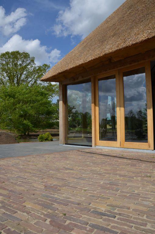 drijvers-oisterwijk-exterieur-nieuwbouw-villa-boerderij-particulier-riet-kap-hout-metselwerk-theehuis-bed-en-breakfast-stal-hout-spant (18)