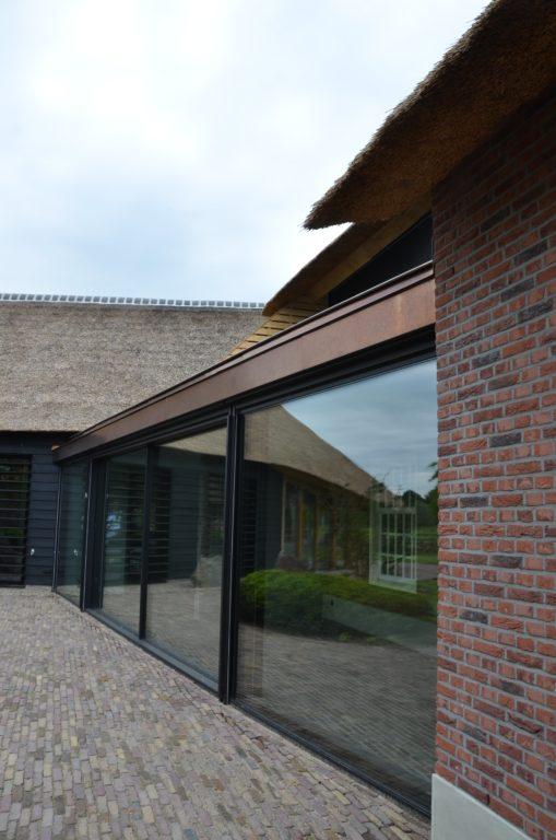 drijvers-oisterwijk-exterieur-nieuwbouw-villa-boerderij-particulier-riet-kap-hout-metselwerk-theehuis-bed-en-breakfast-stal-hout-spant (20)