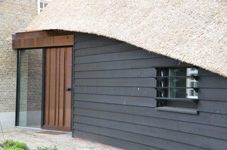 drijvers-oisterwijk-exterieur-nieuwbouw-villa-boerderij-particulier-riet-kap-hout-metselwerk-theehuis-bed-en-breakfast-stal-hout-spant (22)
