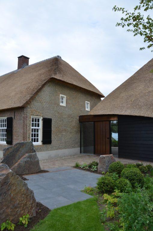 drijvers-oisterwijk-exterieur-nieuwbouw-villa-boerderij-particulier-riet-kap-hout-metselwerk-theehuis-bed-en-breakfast-stal-hout-spant (23)