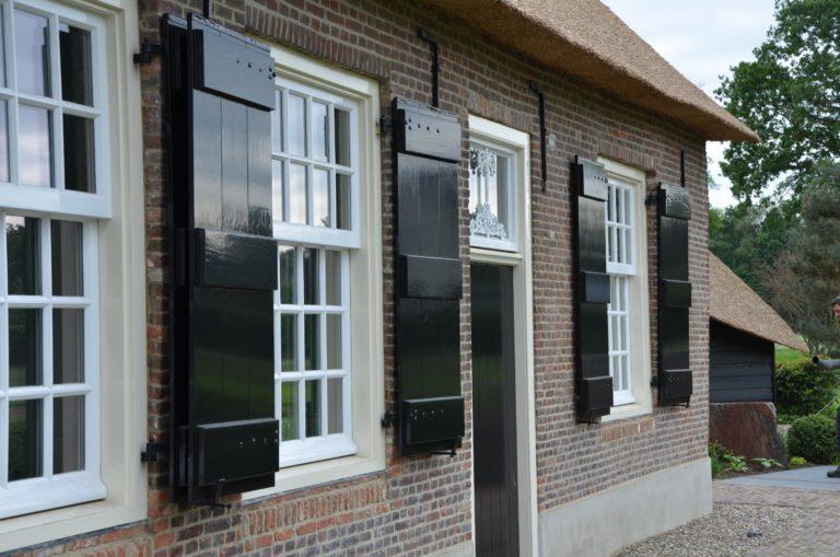 drijvers-oisterwijk-exterieur-nieuwbouw-villa-boerderij-particulier-riet-kap-hout-metselwerk-theehuis-bed-en-breakfast-stal-hout-spant (24)