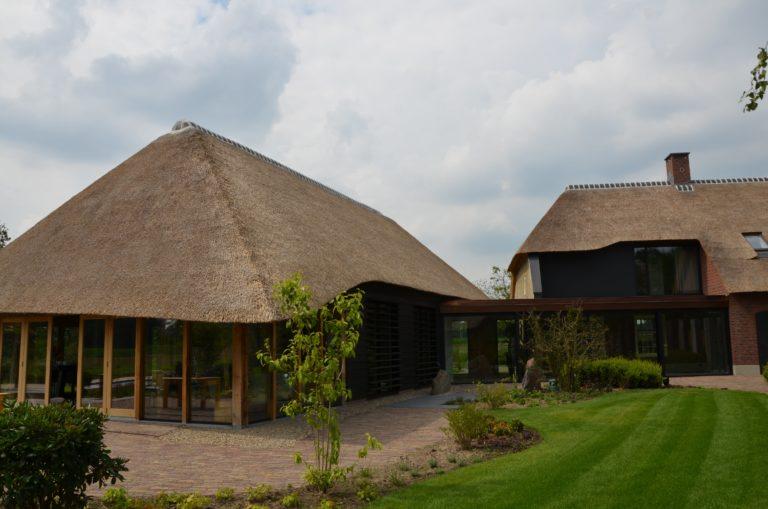 drijvers-oisterwijk-exterieur-nieuwbouw-villa-boerderij-particulier-riet-kap-hout-metselwerk-theehuis-bed-en-breakfast-stal-hout-spant (26)