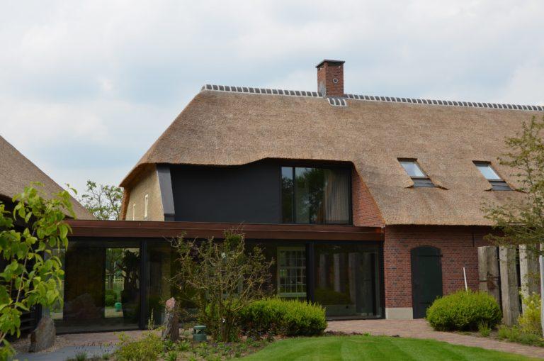 drijvers-oisterwijk-exterieur-nieuwbouw-villa-boerderij-particulier-riet-kap-hout-metselwerk-theehuis-bed-en-breakfast-stal-hout-spant (27)
