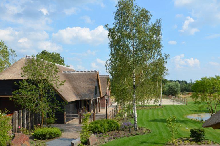 drijvers-oisterwijk-exterieur-nieuwbouw-villa-boerderij-particulier-riet-kap-hout-metselwerk-theehuis-bed-en-breakfast-stal-hout-spant (29)