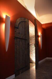 drijver-oisterwijk-interieur-kelder-dubbele-deur-wijn-hal (2)