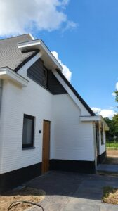 drijvers-oisterwijk-exterieur-nieuwbouw-villa-oisterwijk-modern-bakstenen-dakpannen-schoorsteen (2)