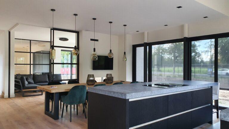 drijvers-oisterwijk-interieur-nieuwbouw-villa-zwarte-kozijnen-modern (3)