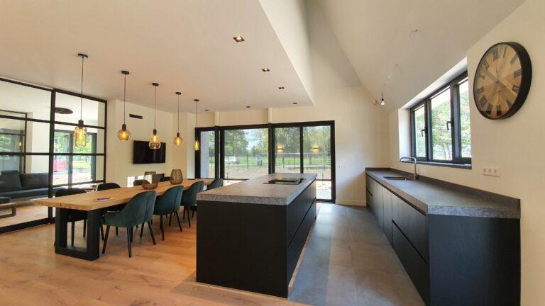 Drijvers Oisterwijk, stalen deur, keuken-min