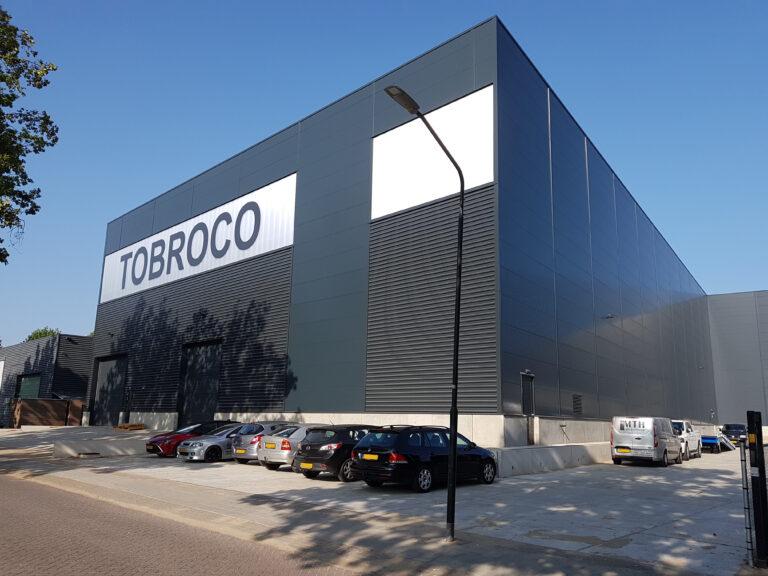 drijvers-oisterwijk-nieuwbouw-hal-troboco-bedrijfshal-oplevering-voorgevel-rechtsvoor