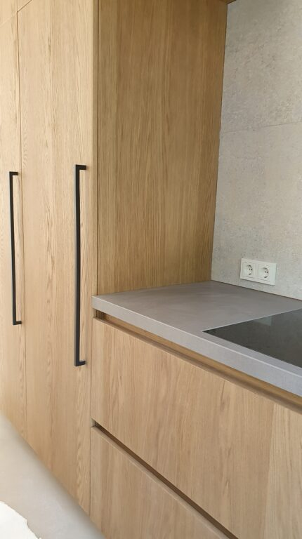 drijvers-oisterwijk-verbouwing-interieur-details-hout-front-strak-modern-particulier-badkamer-keuken-armaturen (3)