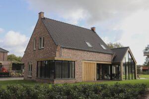 drijvers-oisterwijk-nieuwbouw-exterieur-woning-particulier-baksteen-dakpannen-hout-puien (2)