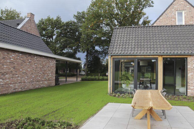 drijvers-oisterwijk-nieuwbouw-exterieur-woning-particulier-baksteen-dakpannen-hout-puien (4)