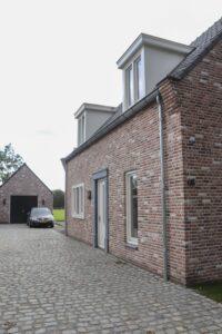 drijvers-oisterwijk-nieuwbouw-exterieur-woning-particulier-baksteen-dakpannen-hout-puien (6)