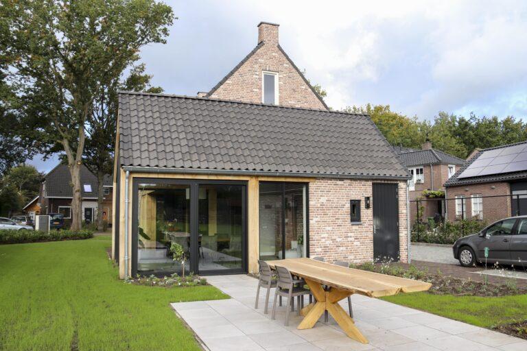 drijvers-oisterwijk-nieuwbouw-exterieur-woning-particulier-baksteen-dakpannen-hout-puien (7)